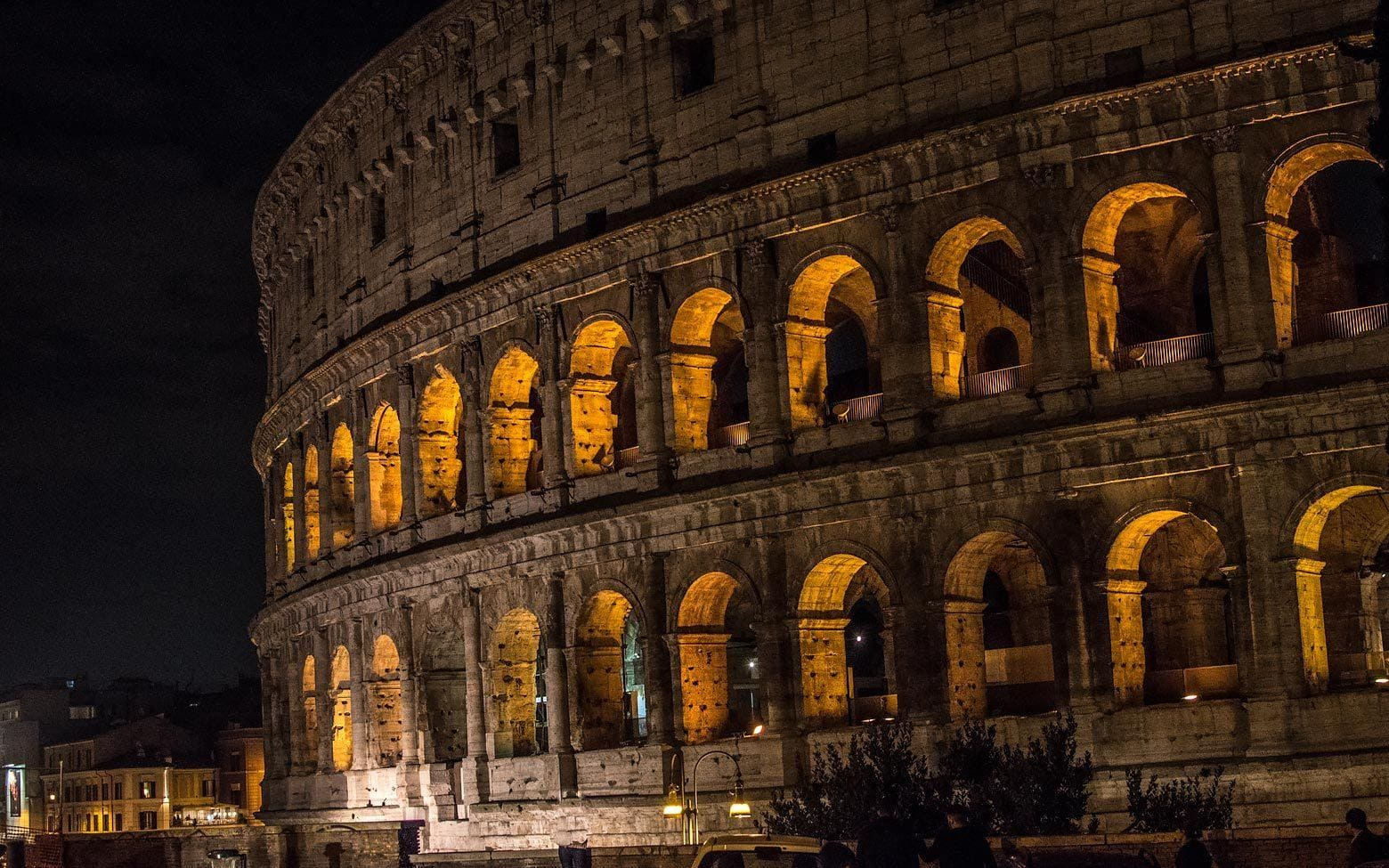 3 days in Rome itinerary day 3 - The Colosseum at night