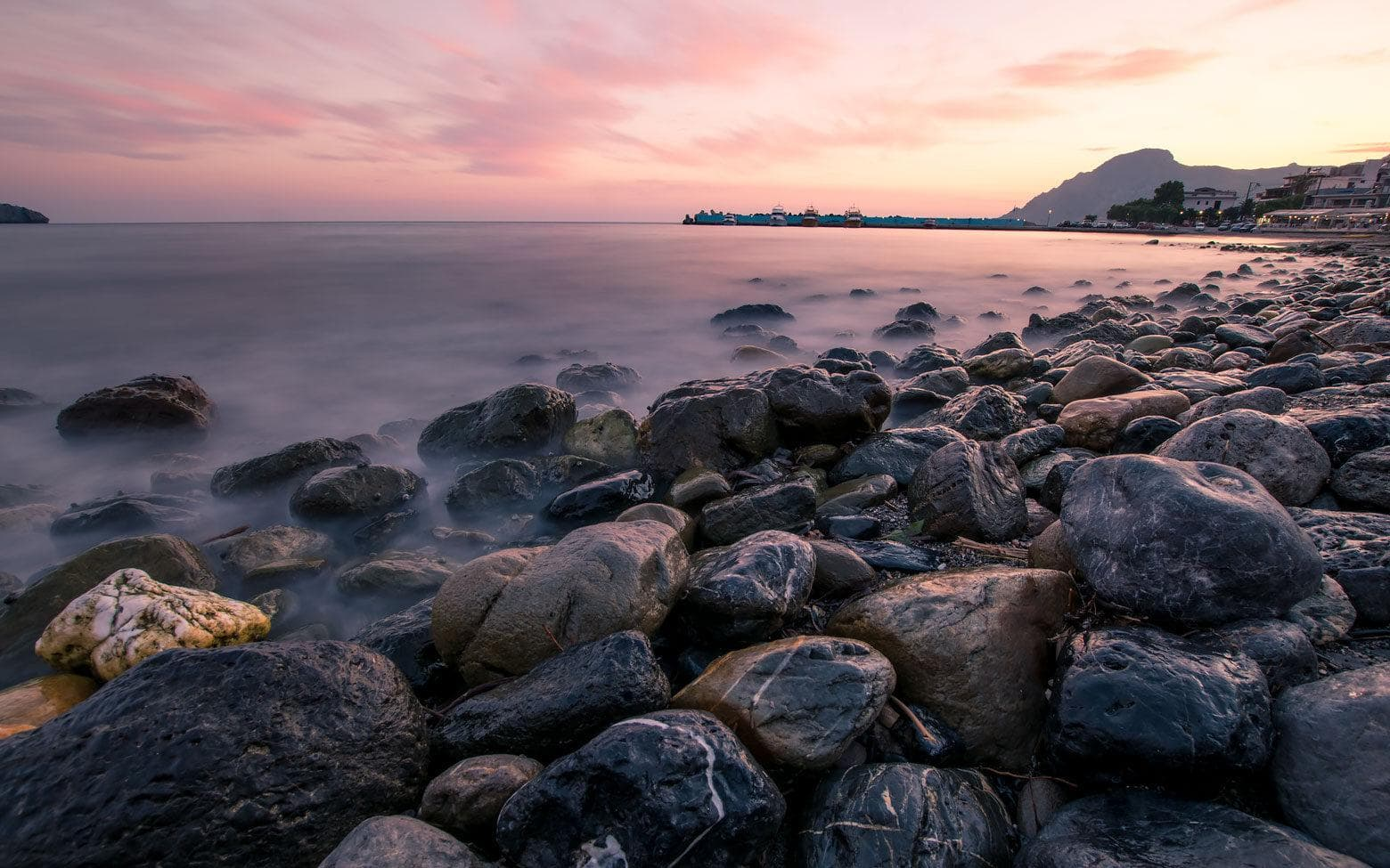 photo crete - beautiful pink rocky beach