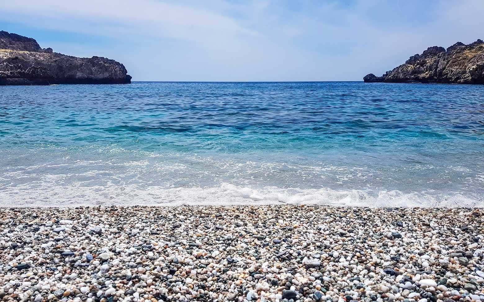 photo crete -blue and white photo of skinaria beach