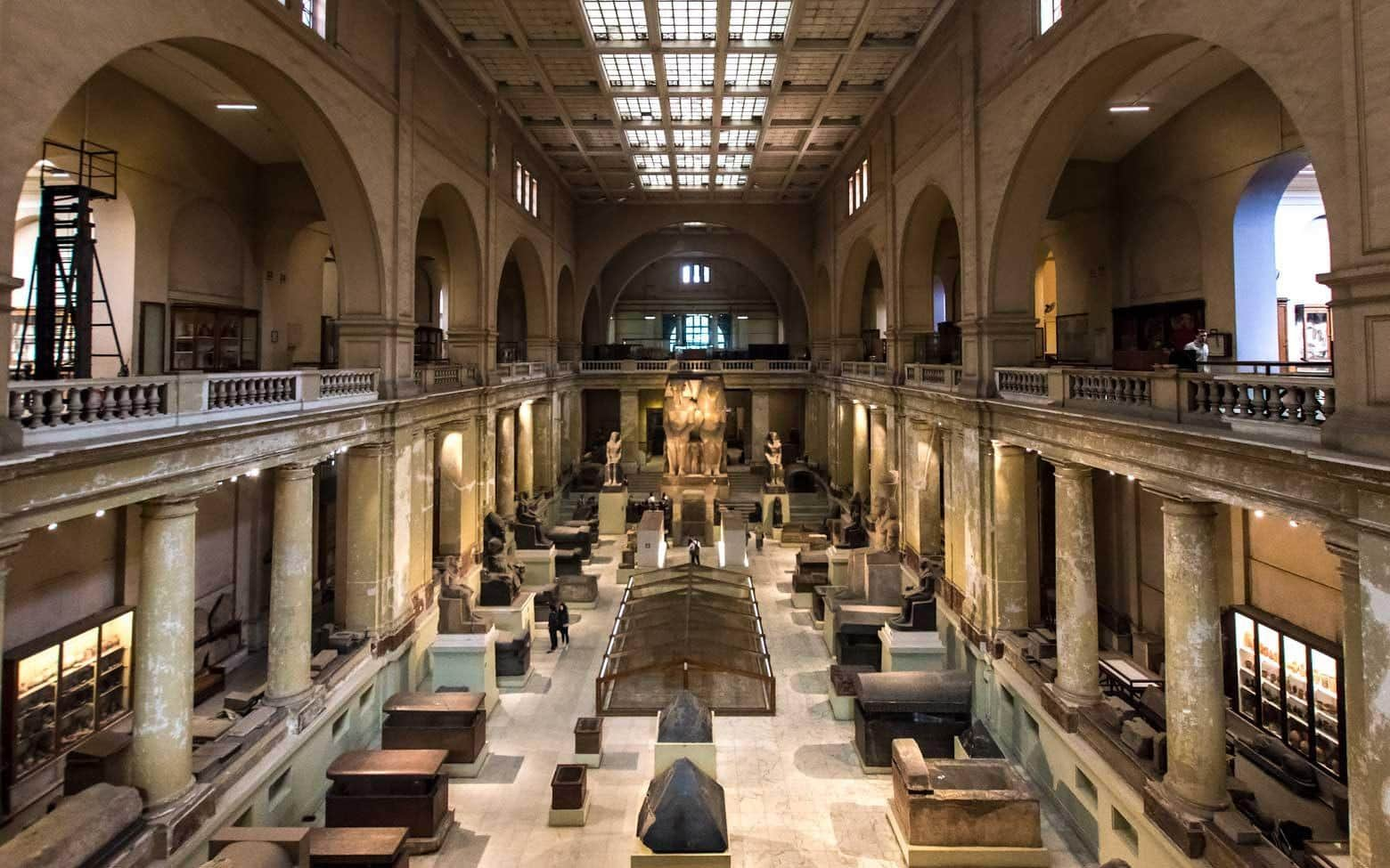 What to see in Cairo - the Egyptian Museum - panorama pic from second floor