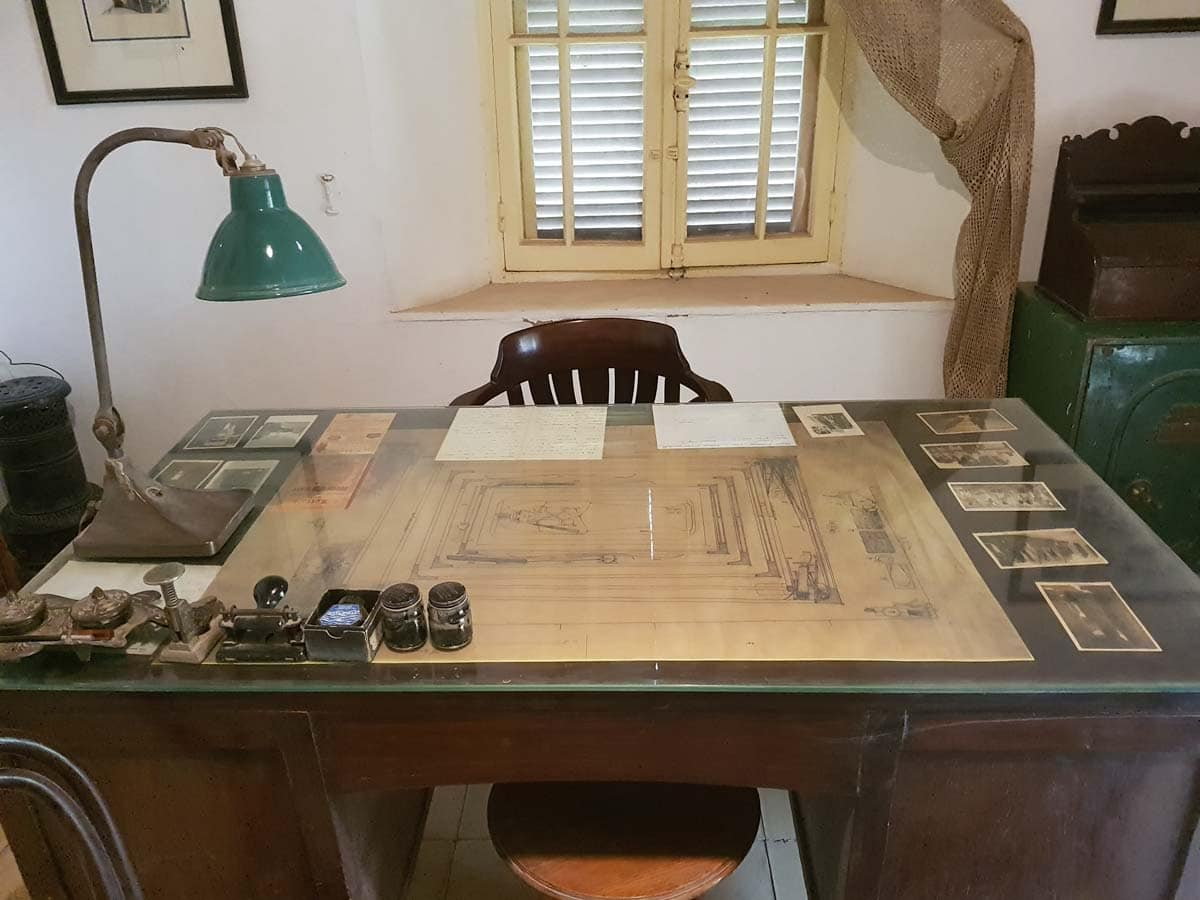 Howard Cater's desk