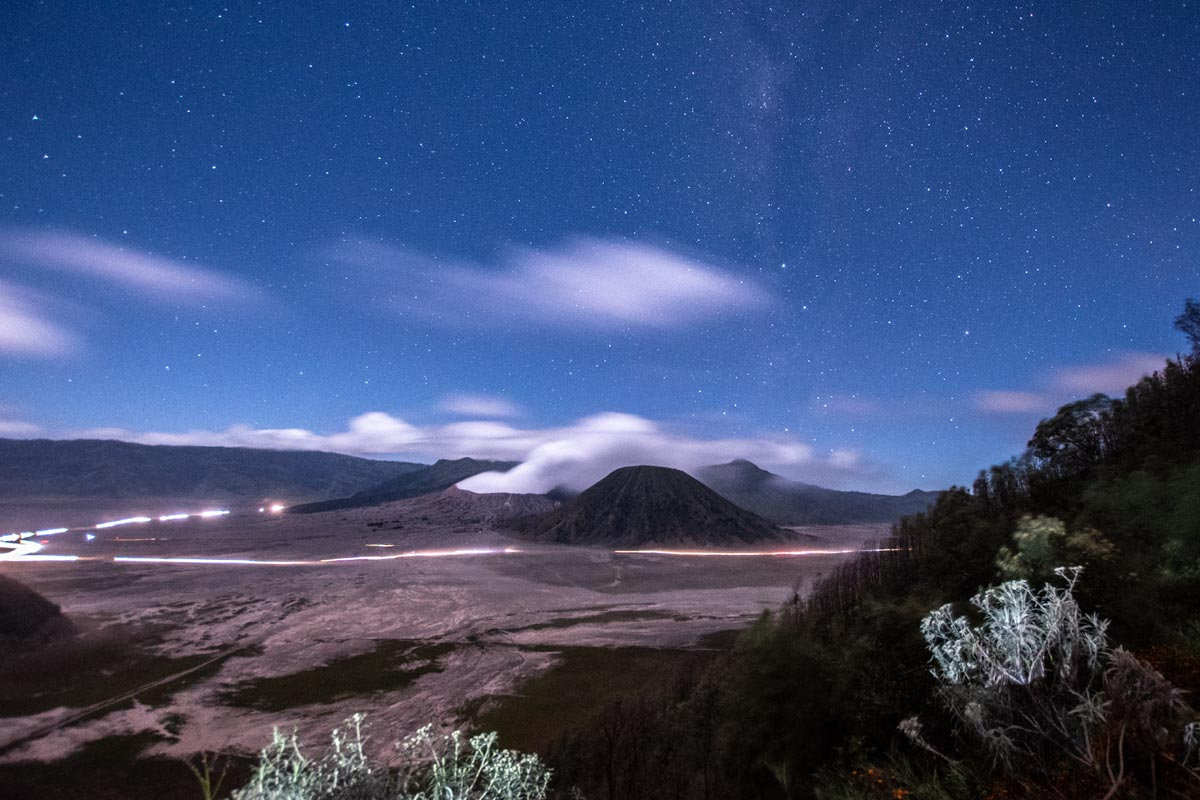 how to climb mount bromo for free- night bromo