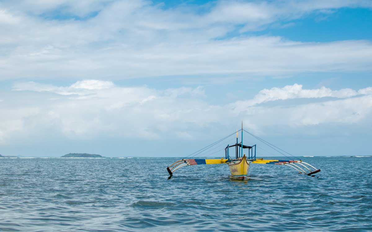 travel caramoan with a boat
