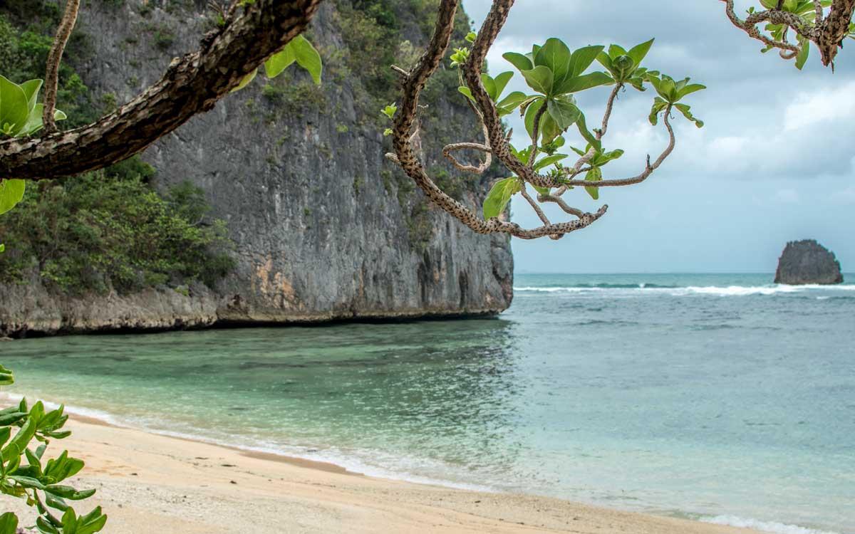 tayak beach - caramoan
