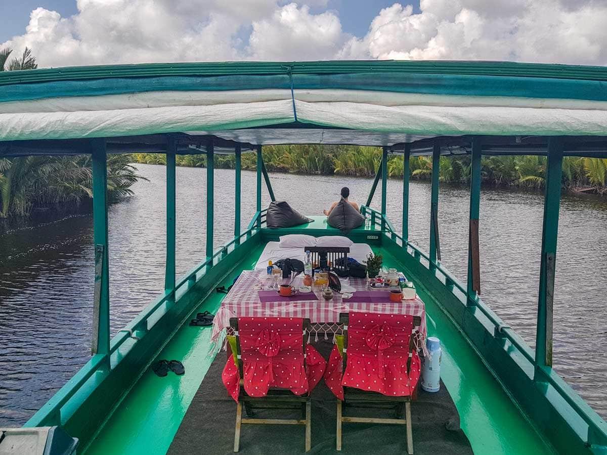 borneo orangutan tour - houseboat