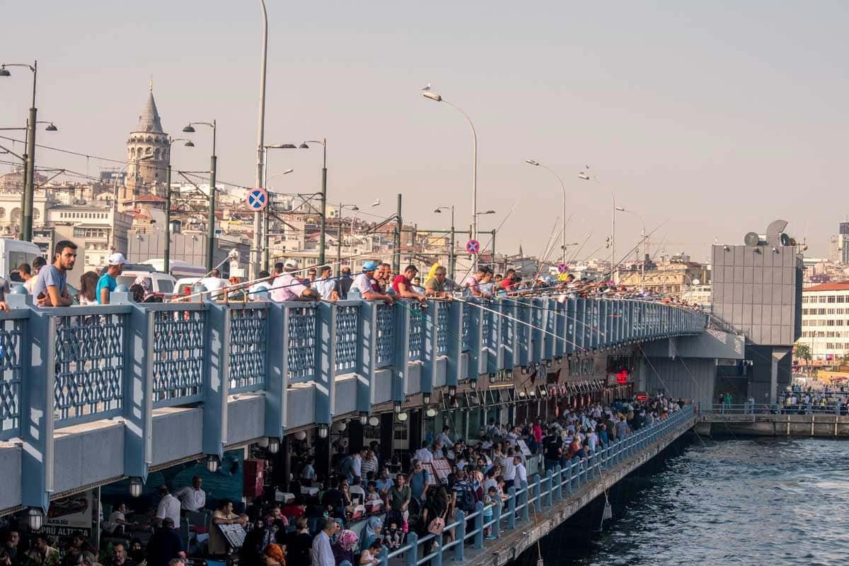 hubdreds-of-fisherman-on-a-bridge