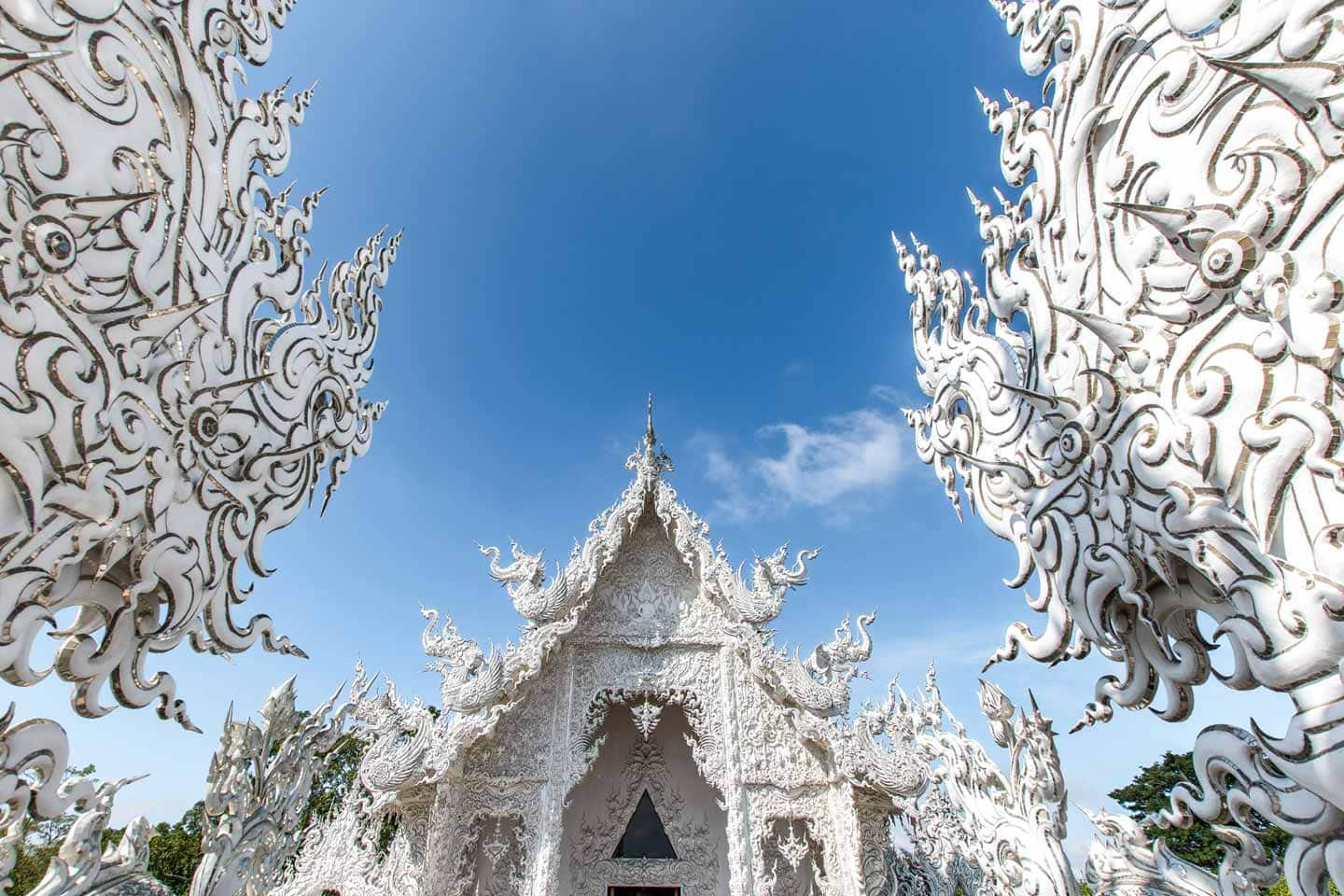 white temple of chiang rai entrance