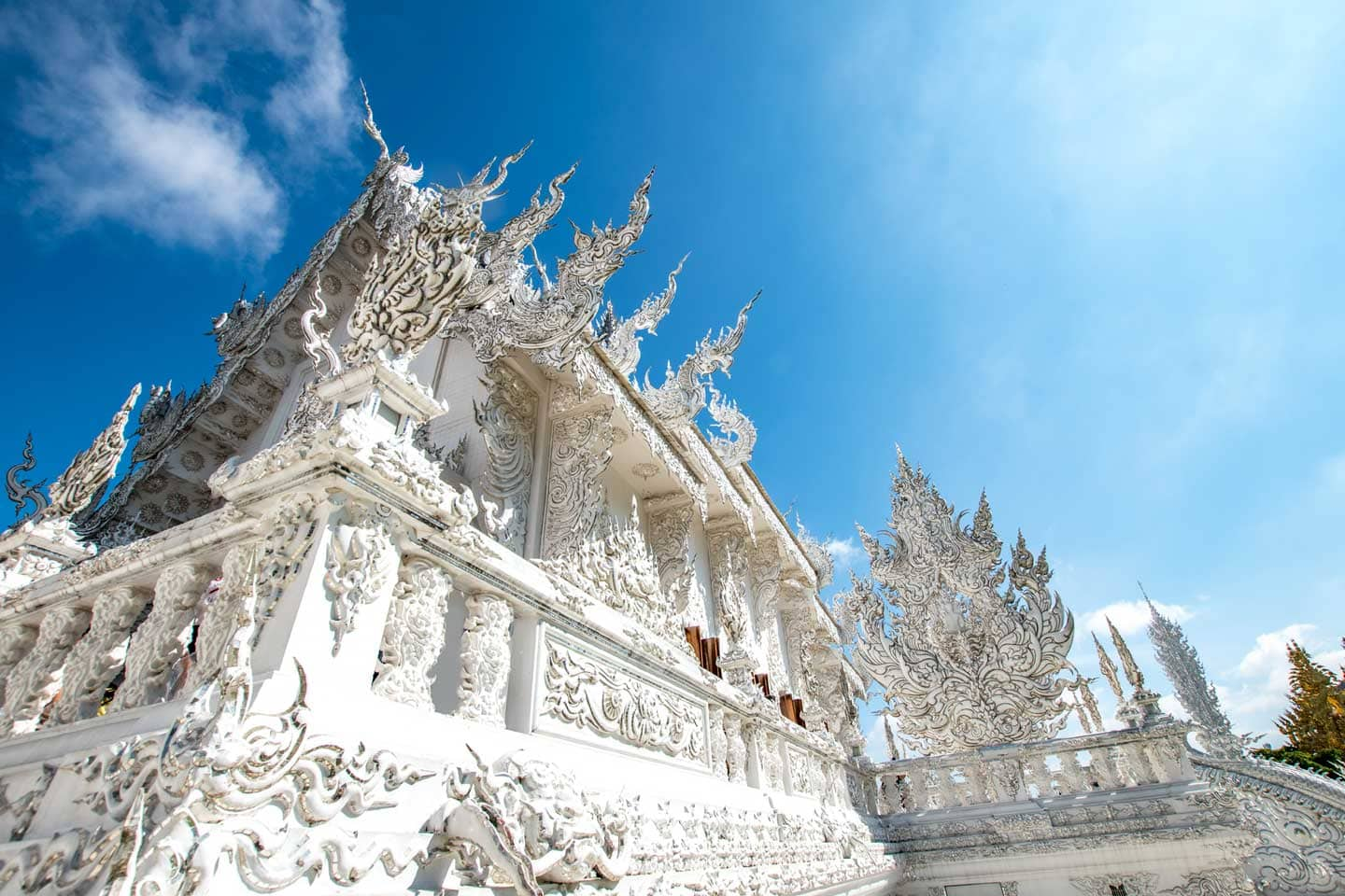 white temple of chiang rai-fascade