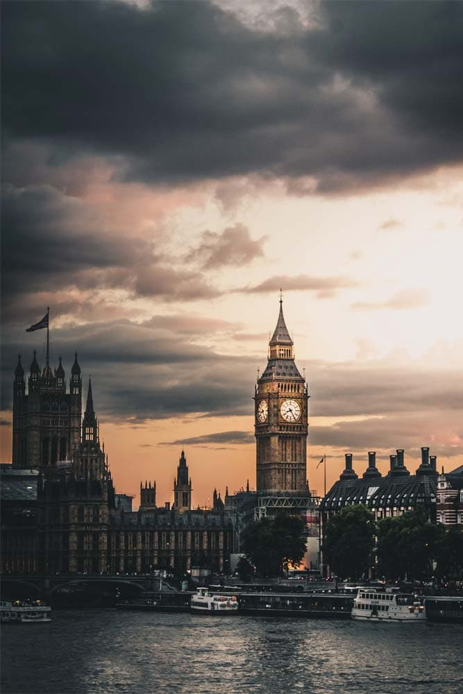 big-ben-and-the-parliament-on-a-stormy-evening