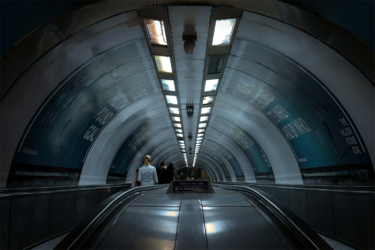london-facts-escalator-going-to-the-tube