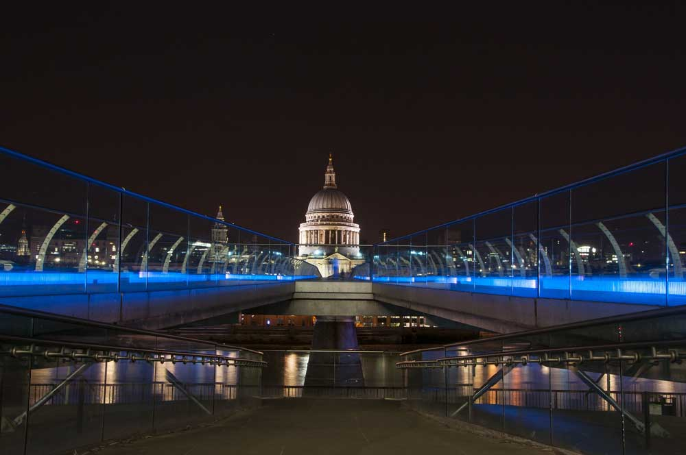 interesting facts about london -st Paul could've been a pineapple