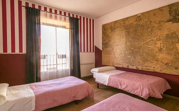 Where to stay in Madrid hostal abaaly