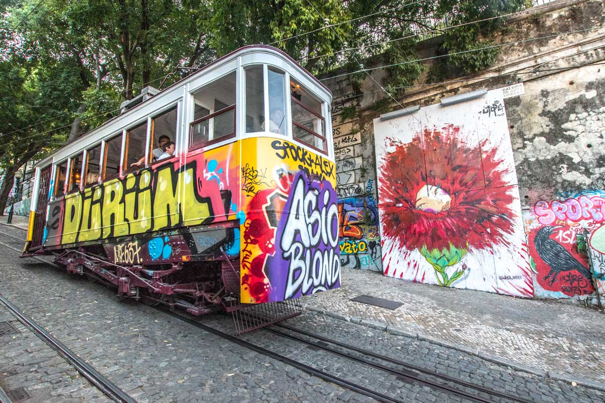 lisbon bucket list Ascensor-de-Gloria