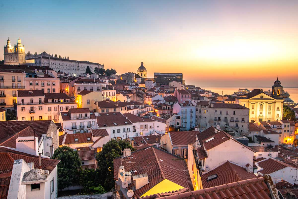 lisbon bucket list - sunrise at portas do sol