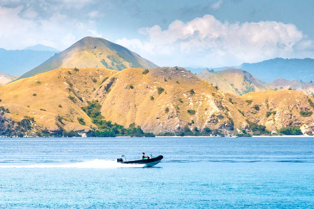 komodo tour - yellow islands