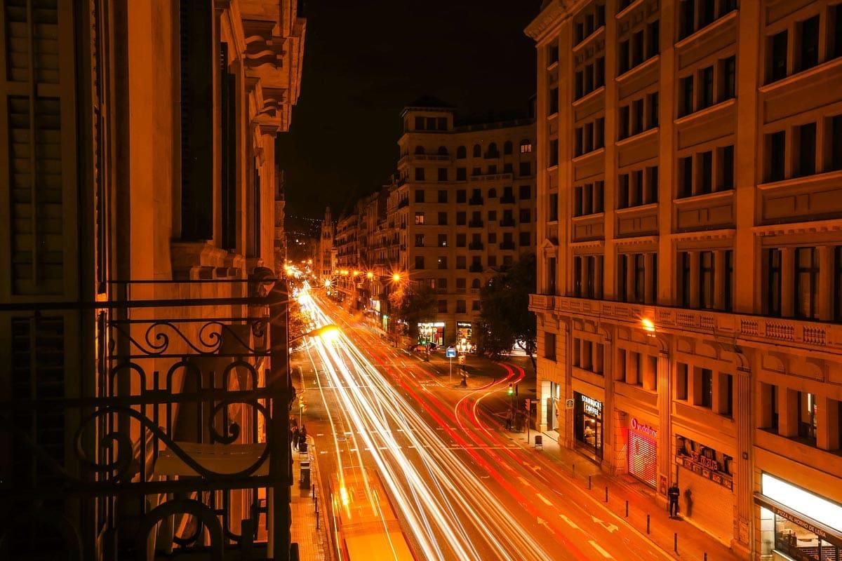barcelona-street-at-night