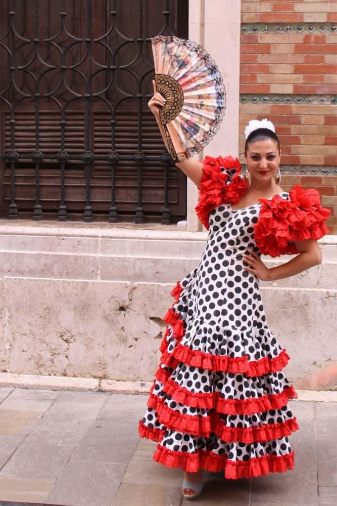 flamenco-dancer-on-the-street