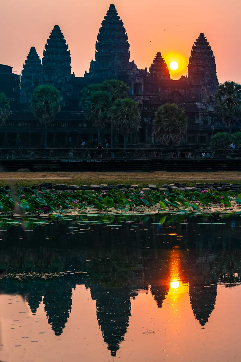 Angkor Wat sunrise - vertical reflection