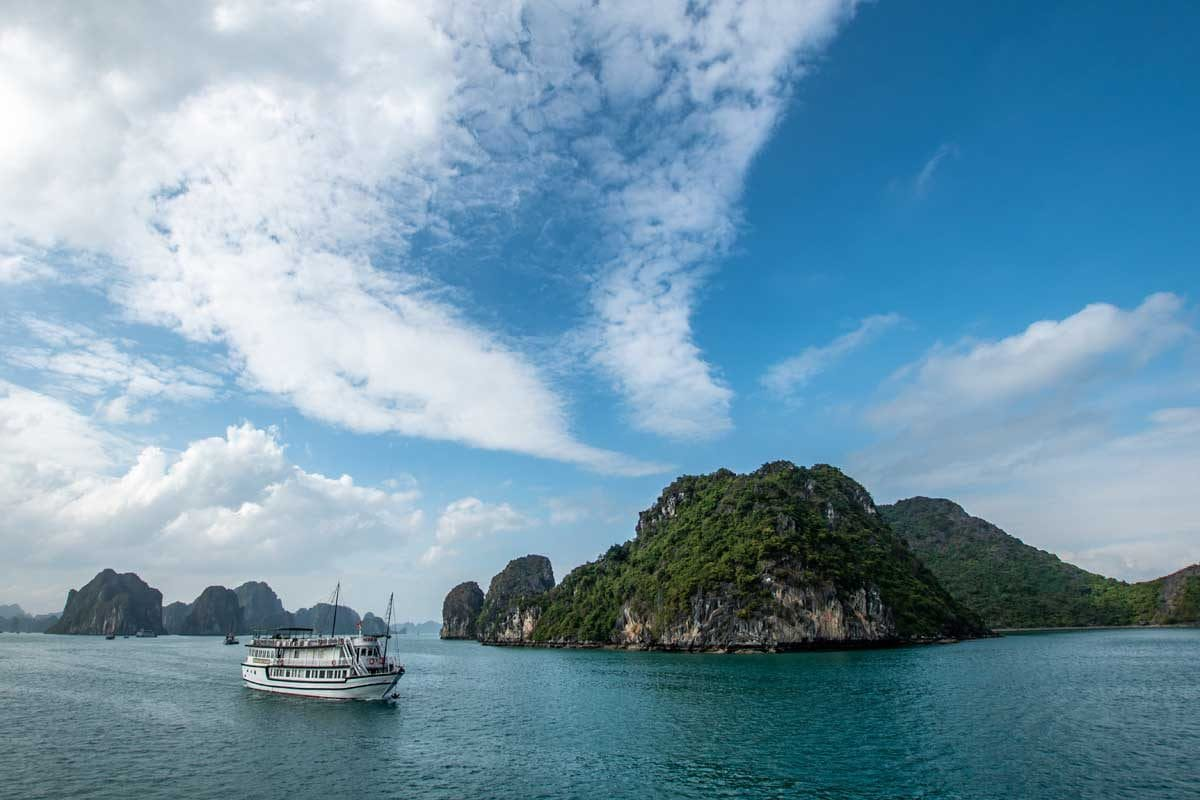 Halong Bay cruise ship