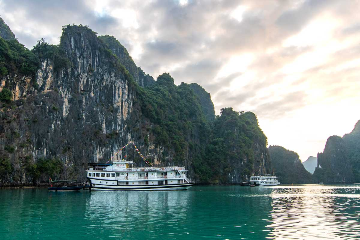 How to find the best Halong Bay cruise