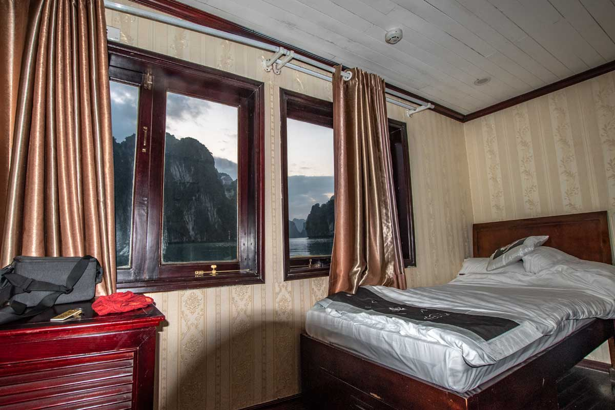 Halong Bay overnight cruise offers a top view