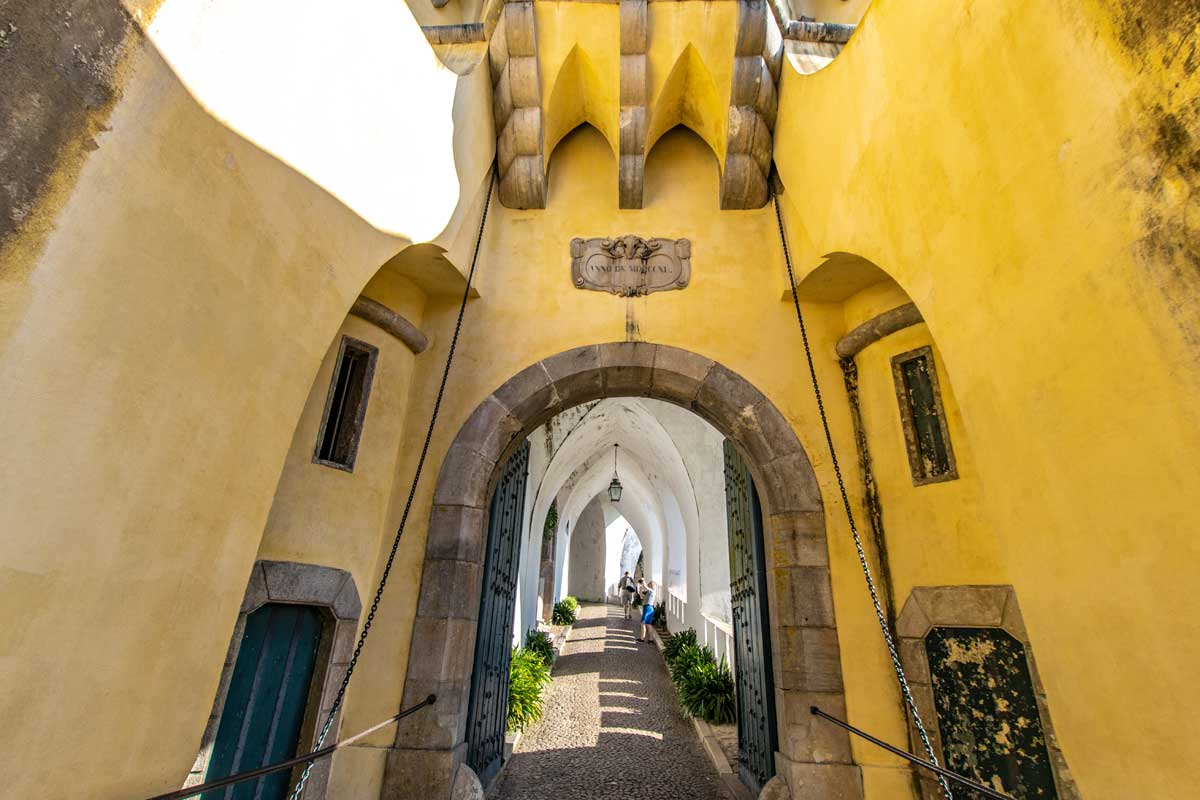 how to get from Lisbon to Sintra