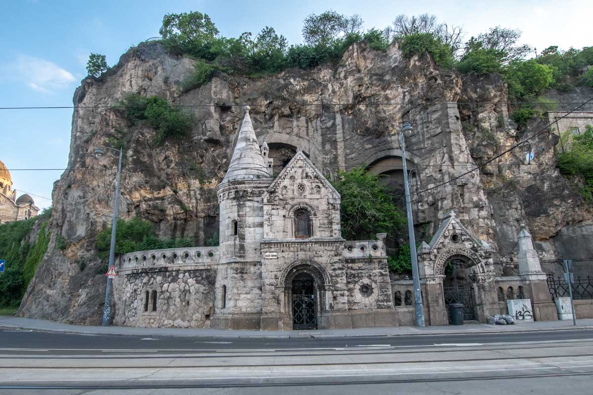 2 days in Budapest - curious cave chapel