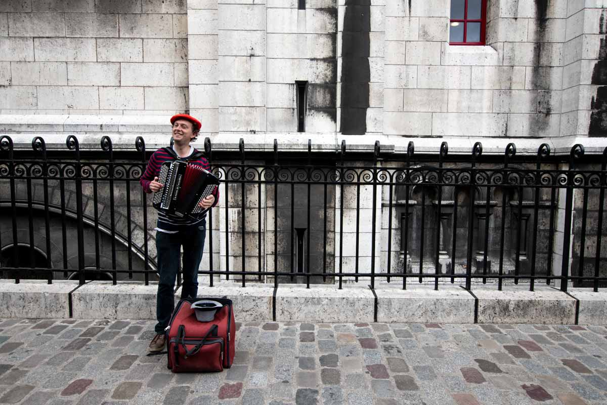 4 day Paris itinerary - a street musician in Montmartre