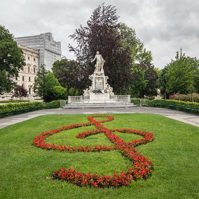 3 days in Vienna - Volsgarten Mozart statue