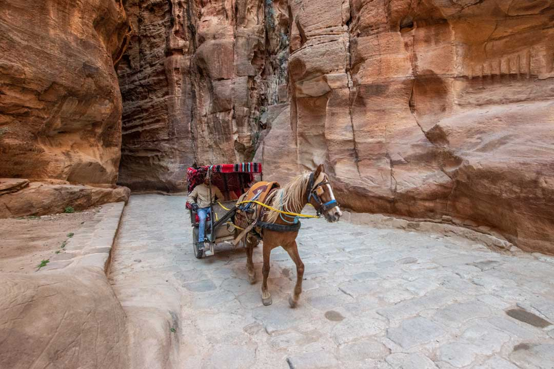 Petra photo guide - Chariot shot insidethe Siq