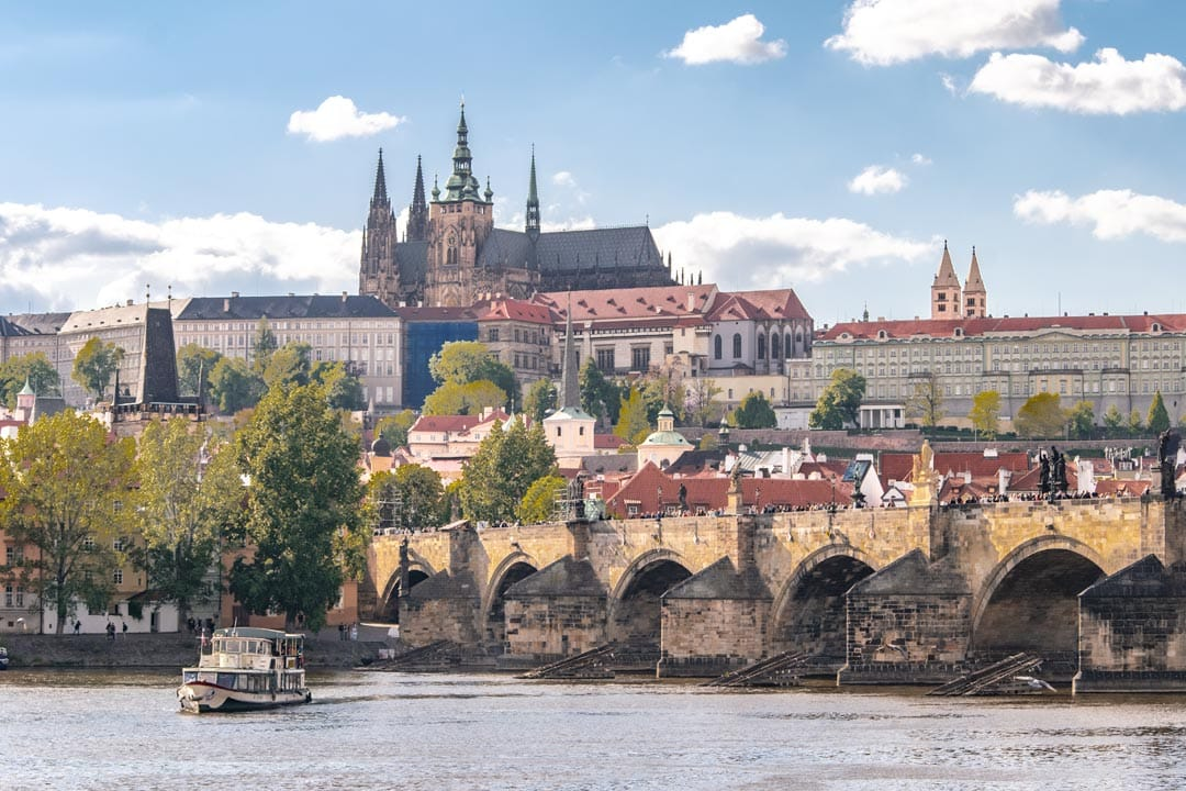 Photo-spots-in-Prague-Old-Town-Shore