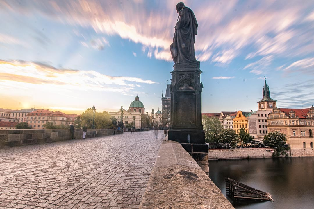 Photo-spots-in-Prague-on-Charles-Bridge