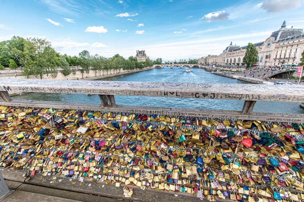 what-not-to-do-in-paris-lovelocks