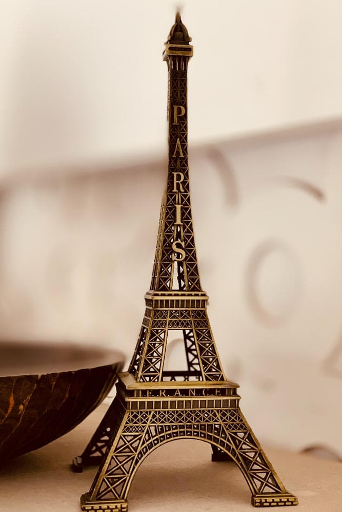 what-to-avoid-in-paris-souvenirs-paris