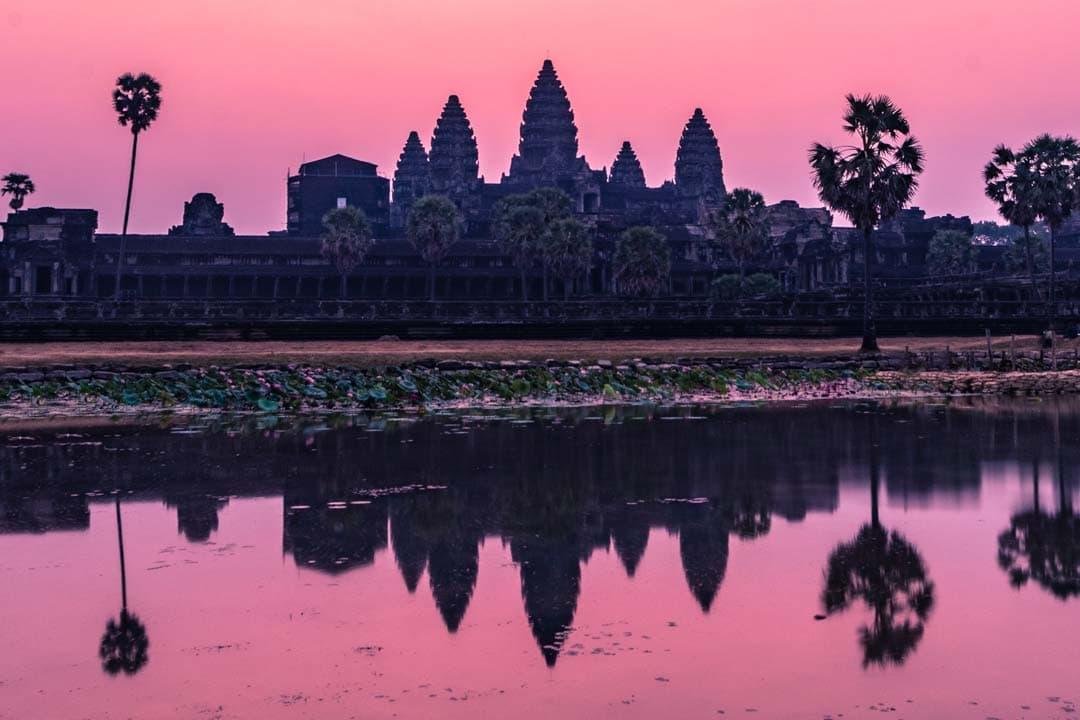 Visiting-Angkor-wat-at-sunrise