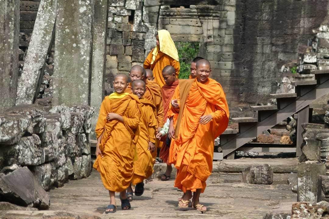 monks-inside-angkor