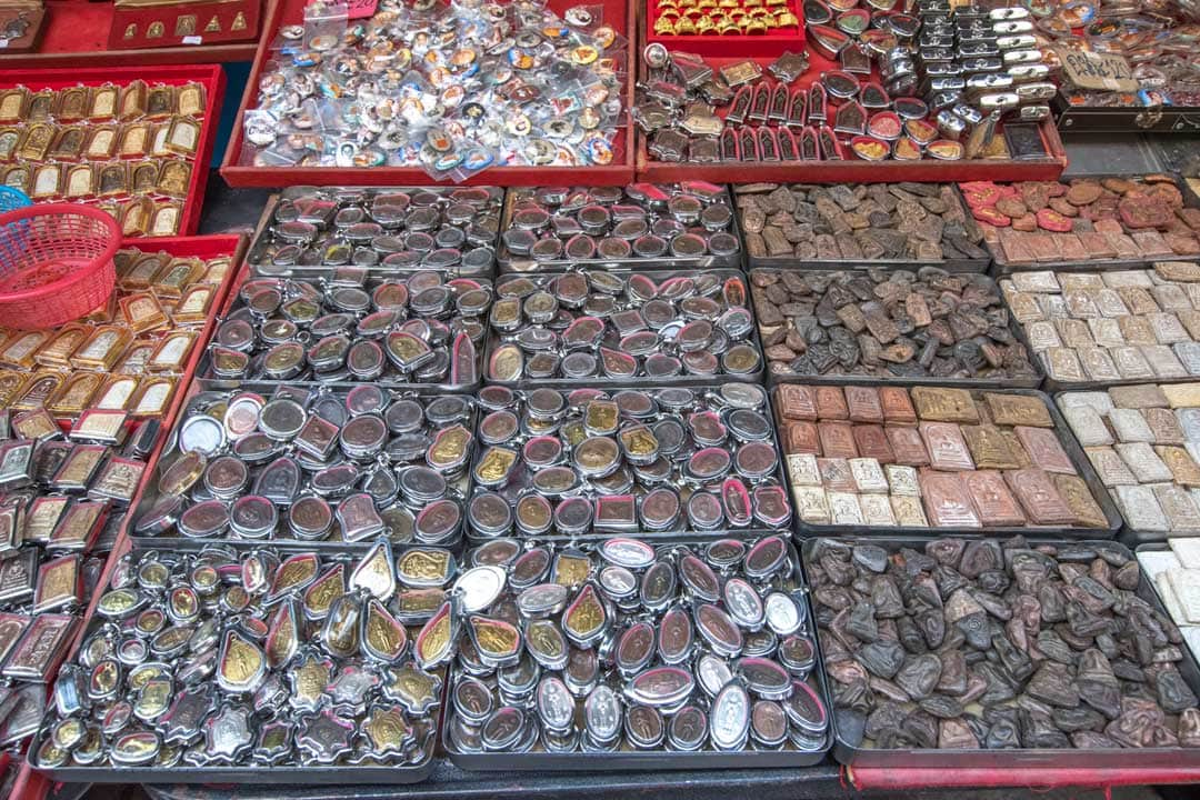 amulet-souvenirs-in-bangkok