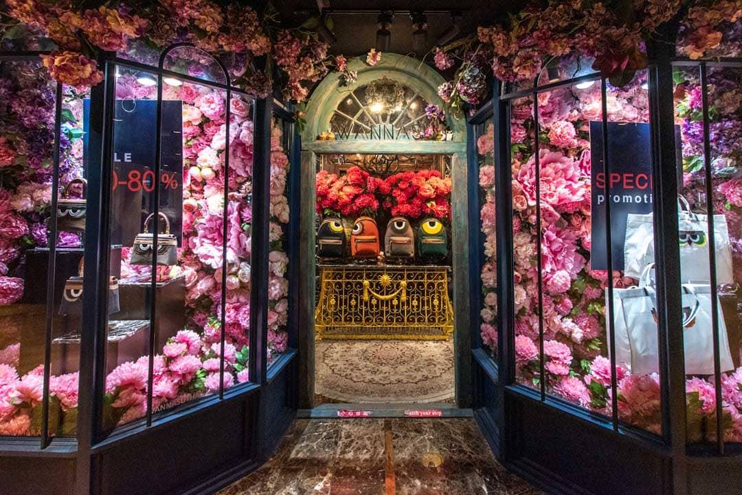 fashion-store-entrance-in-siam-center