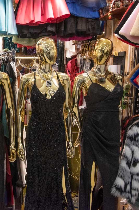 golden-manequens-in-platinum-fashion-mall