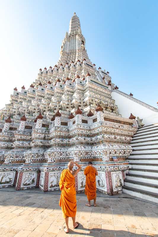 monks-in-wat-arun