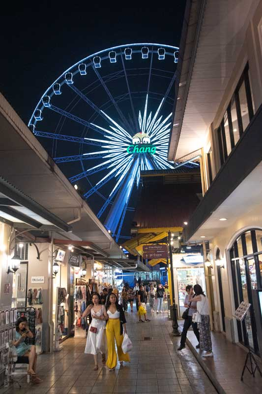 shopping-in-bangkok-asiatique