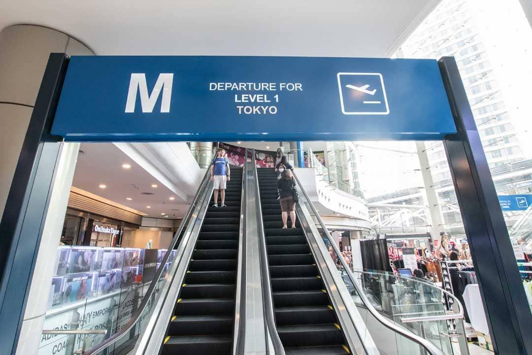 terminal-21-escalator