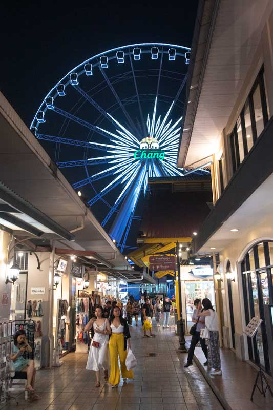 the-ferris-wheel-of-asiatique-marklet