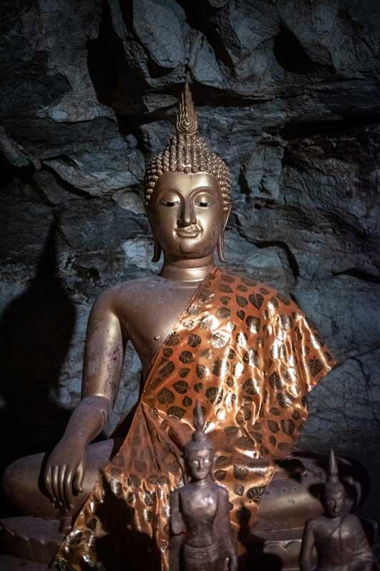 buddha-statue-in-the-upper-pak-ou-cave