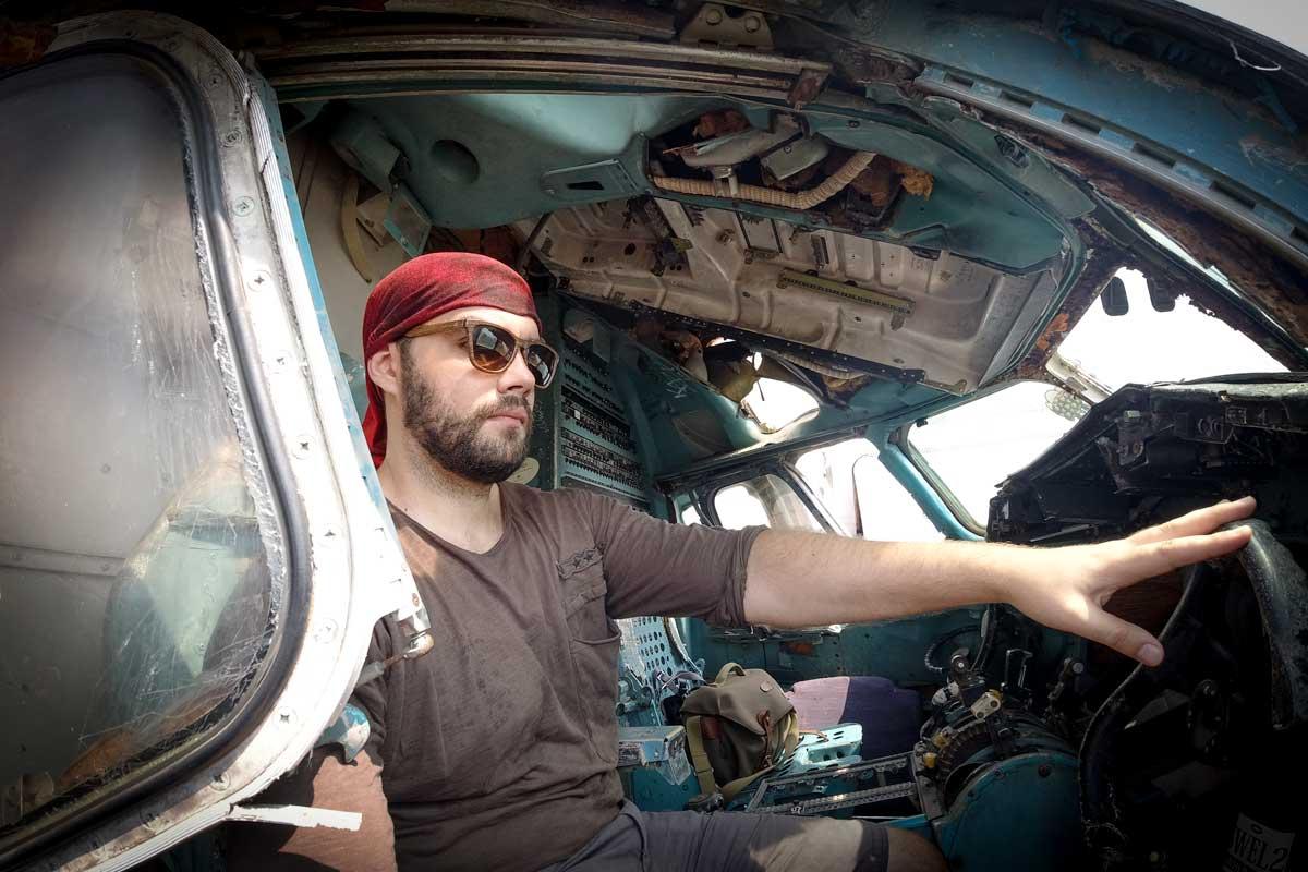 airplane-graveyard-selfie