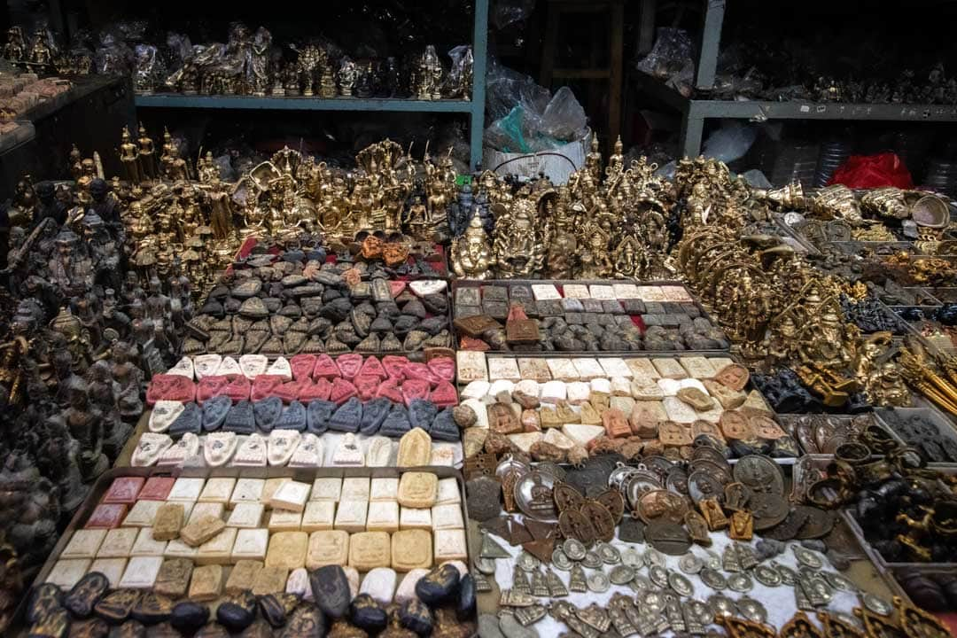 amulet-stall-in-bangkok
