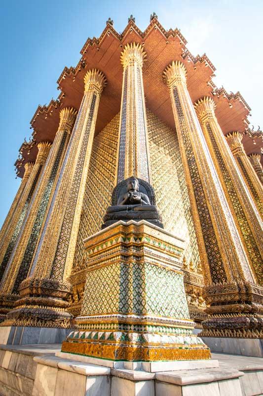 grabd-palace-golden-structure