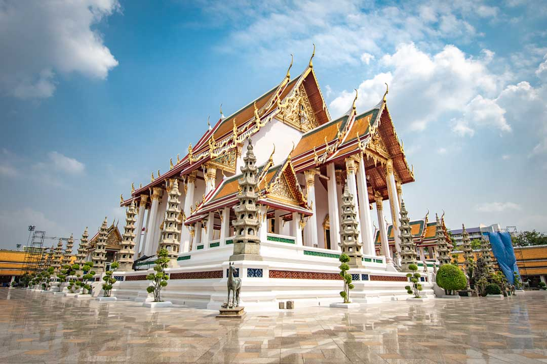 wat-suthat-with-marble-court