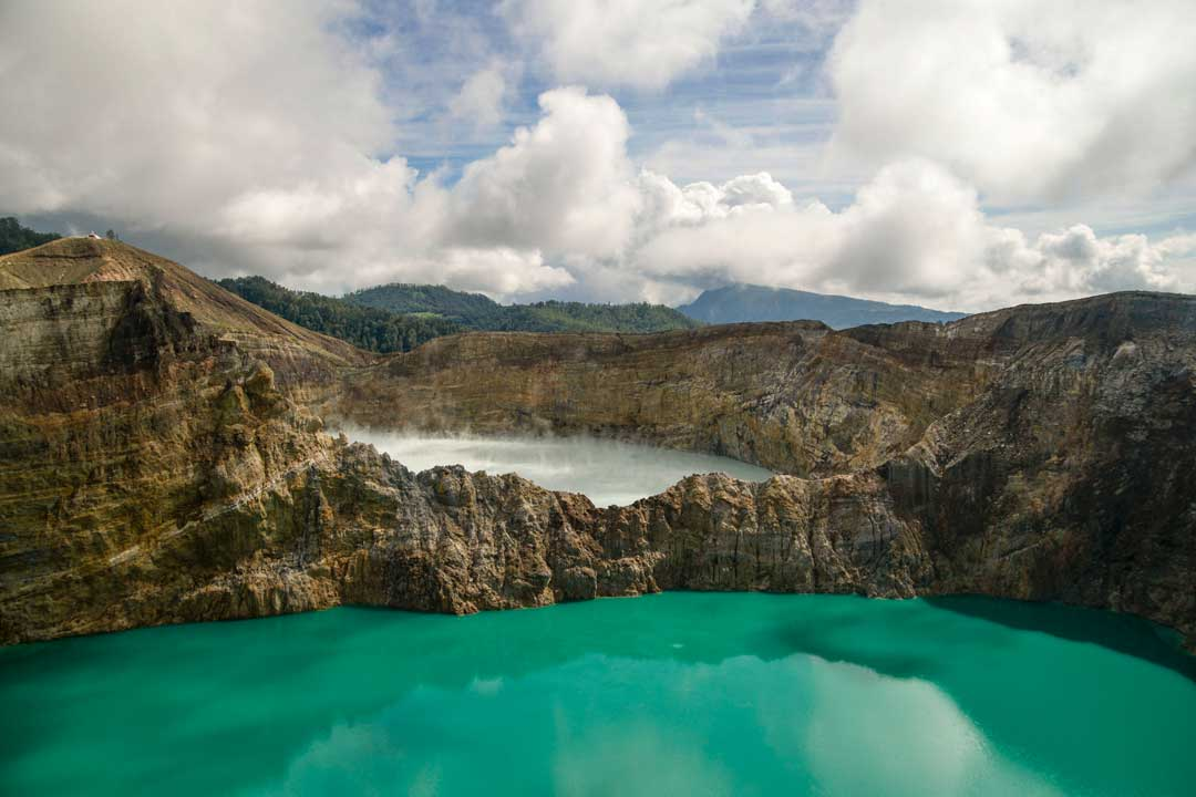 kelimutu-lakes-in-flores