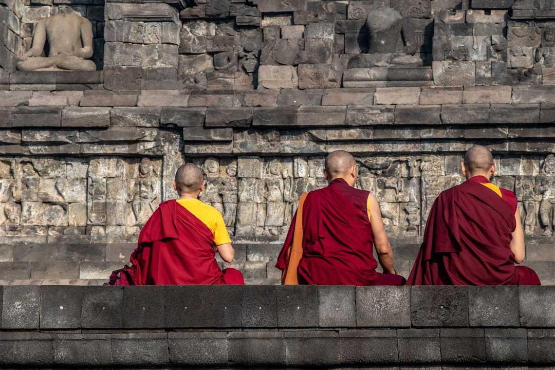 monks-at-borobudur